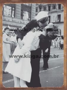 Placa Decorativa Foto Famosa Marinheiro e Enfermeira no Fim da Segunda Guerra Times Square