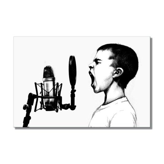 Placa Decorativa Preto e Branco Menino Gritando ao Microfone